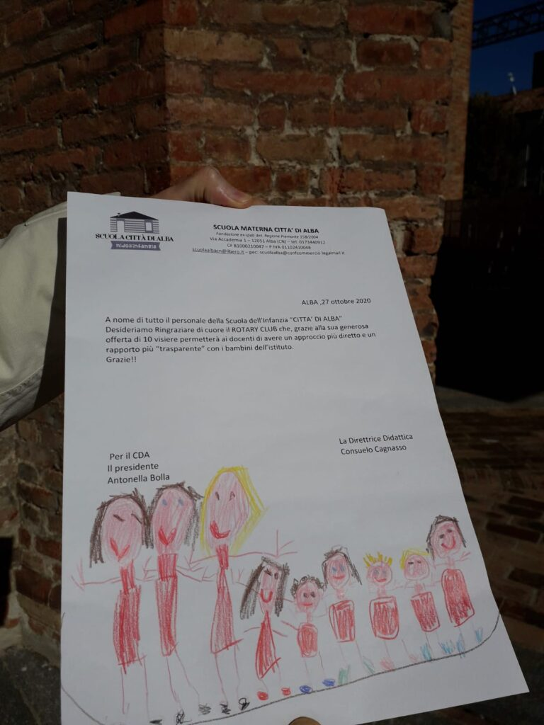 Il Rotary Club distribuisce oltre duecento visiere alle scuole di Alba